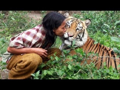 Abdullah Sholeh from Indonesia is best friends with a Tiger