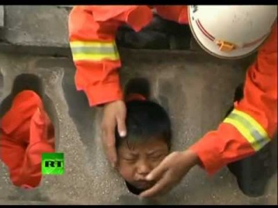 Rescuers free Chinese Boy stuck in Balcony Frame