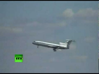 Plane Dangling in Air – Pilot shows Death Defying Skills