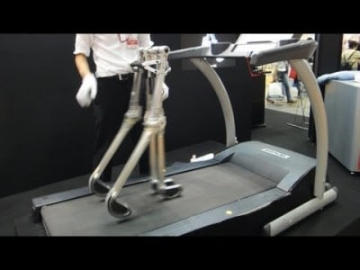 Passive Walking Robot Propelled By Its Own Weight!