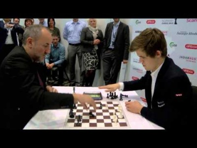 Blitz Chess: World No.1 Magnus Carlsen vs. Manager Espen Agdestein