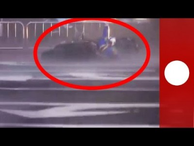Taiwan Typhoon blows People and Motorbikes around like Puppets